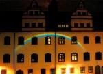 Lutherstadt Wittenberg: Historisches Rathaus: &quotReflexionen&quot: Der natürliche Bachlauf, das fließende Wasser, spaltet das Licht in seine Spektralfarben.