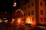 Lutherstadt Wittenberg: Historisches Rathaus; Nordseite und Stadtbach; Nachtansicht