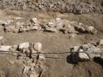 Die archeologische Grabung zeigt die Grundmauern der Johanniskirche. Hier der Altarbereich.